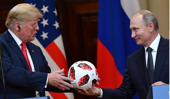 Qua bong ong Putin trao cho ong Trump bi nghi chua chip gian diep hinh anh