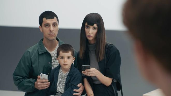 Samsung tiep tuc dim hang Apple trong loat video moi hinh anh