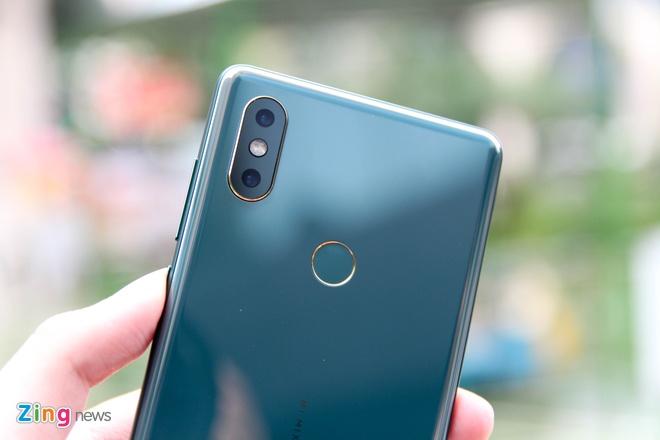 Xiaomi Mi Mix 2S mau xanh ngoc luc bao ve VN, gia 16,6