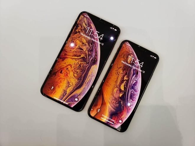 Anh thuc te iPhone XS va iPhone XS Max - dang cu, tinh nang moi hinh anh 2
