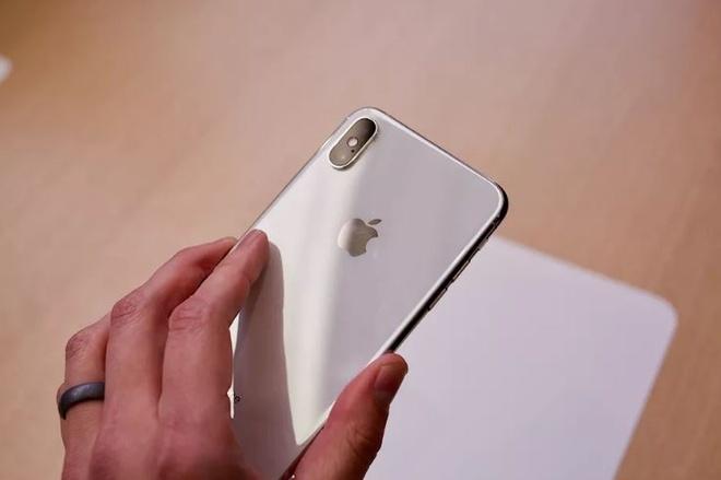 Anh thuc te iPhone XS va iPhone XS Max - dang cu, tinh nang moi hinh anh 7