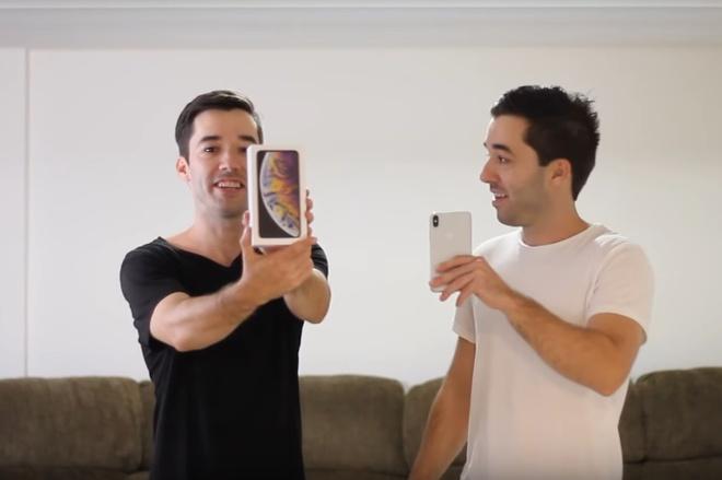 Face ID tren iPhone XS van bi qua mat boi cap song sinh hinh anh