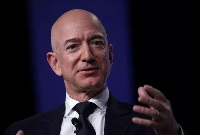 Bill Gates mat ngoi giau nhat nuoc My vao tay CEO Amazon hinh anh