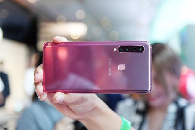 Chi tiet Galaxy A9 - smartphone dau tien co 4 camera sau hinh anh