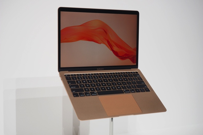Chi tiet MacBook Air 2018 - man hinh Retina, co Touch ID, pin ca ngay hinh anh