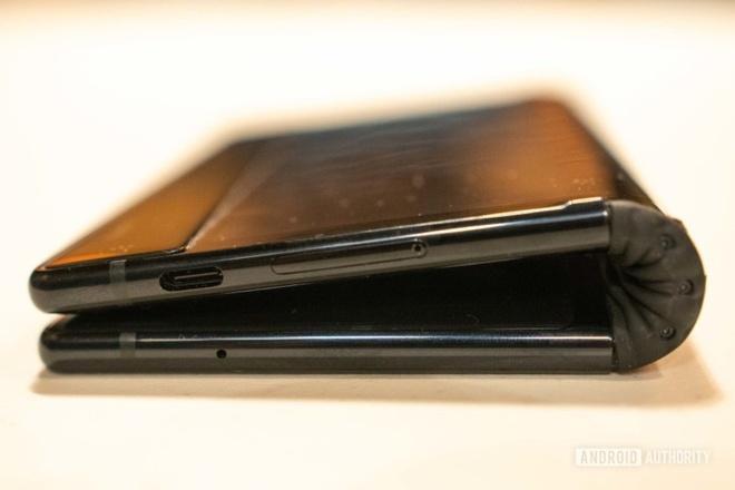 Smartphone man hinh gap dau tien vua ra mat hinh anh 8