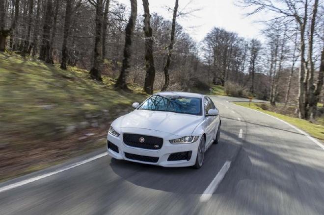 Jaguar Land Rover dang nghien cuu cong nghe chong say xe hinh anh