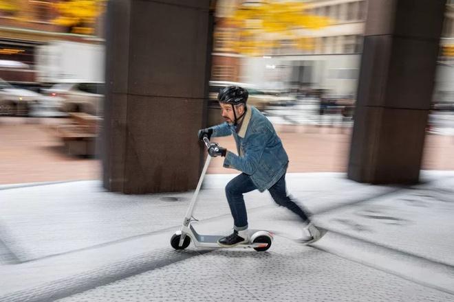 Cong ty san xuat xe scooter dien nay da ra doi vi mot que kem hinh anh