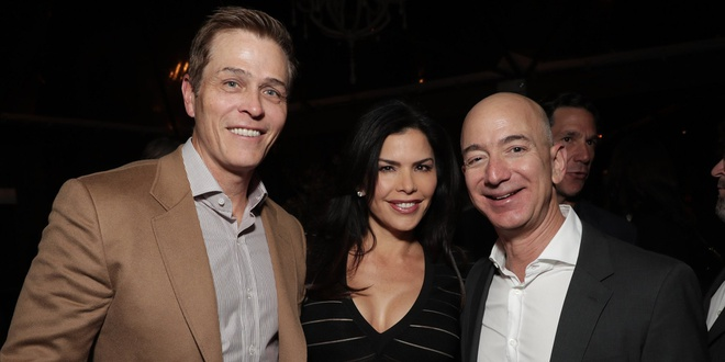 CEO Amazon Jeff Bezos ly di vo do ngoai tinh? hinh anh