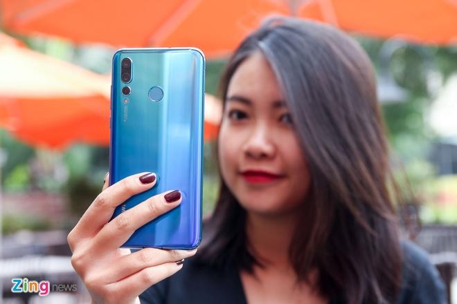 Trai nghiem Huawei Nova 4 - man hinh 'not ruoi', gia tu 450 USD hinh anh 5