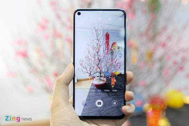 Trai nghiem Huawei Nova 4 - man hinh 'not ruoi', gia tu 450 USD hinh anh 1