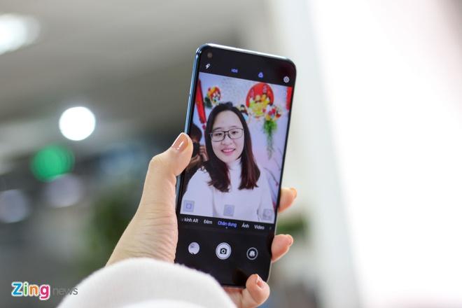 Trai nghiem Huawei Nova 4 - man hinh 'not ruoi', gia tu 450 USD hinh anh 6