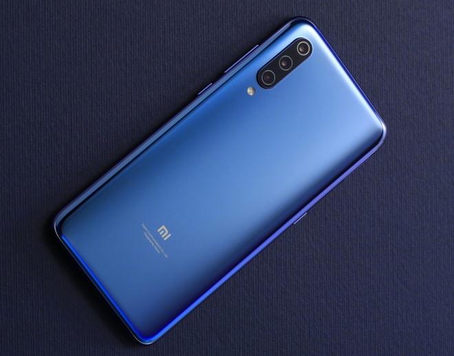 Xiaomi Mi 9 xuat hien voi cum 3 camera o mat lung hinh anh