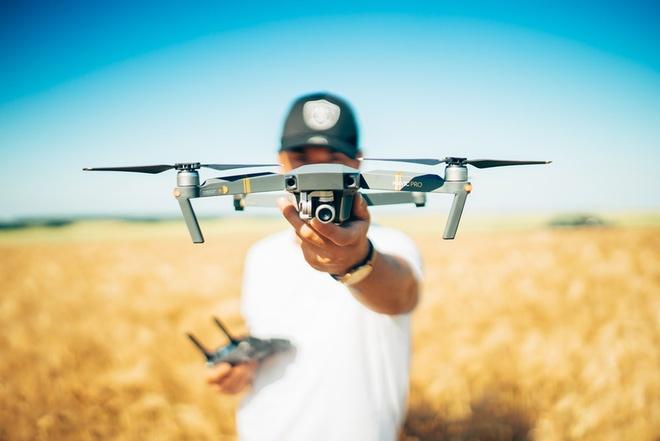 San bay Dubai dong cua khan cap vi drone xuat hien hinh anh 1