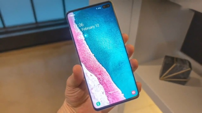 tren tay galaxy S10 anh 1