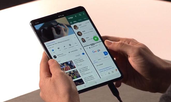 Sau Galaxy Fold, Samsung sap co them 2 smartphone man hinh gap hinh anh 1