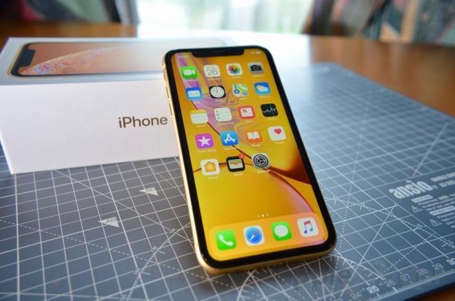 Các hệ thống bán lẻ tại Việt Nam đồng loạt hạ giá 1,5 triệu đồng cho chiếc iPhone XR bản 64 GB. Ảnh: AppleInsider.
