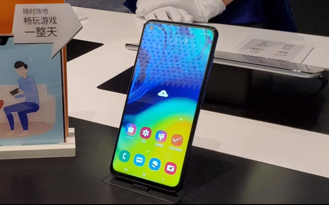 Samsung Galaxy A60 ra mat: Snapdragon 675, man hinh lo, gia 300 USD hinh anh 1
