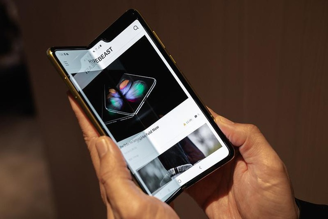 Samsung tiep tuc hoan ngay phat hanh Galaxy Fold hinh anh 1
