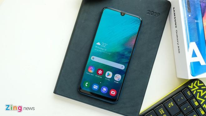 Loat smartphone tam trung noi bat tai Viet Nam giua 2019 hinh anh 3