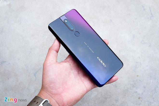 Loat smartphone tam trung noi bat tai Viet Nam giua 2019 hinh anh 1