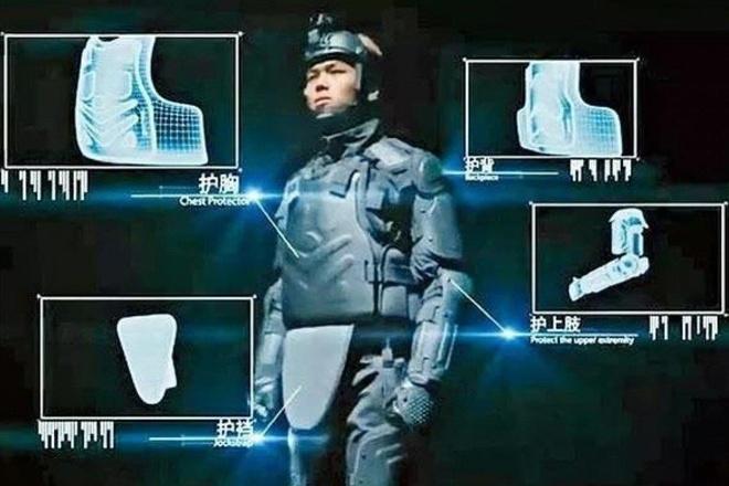 Canh sat Hong Kong dung ao giap giong RoboCop hinh anh 1