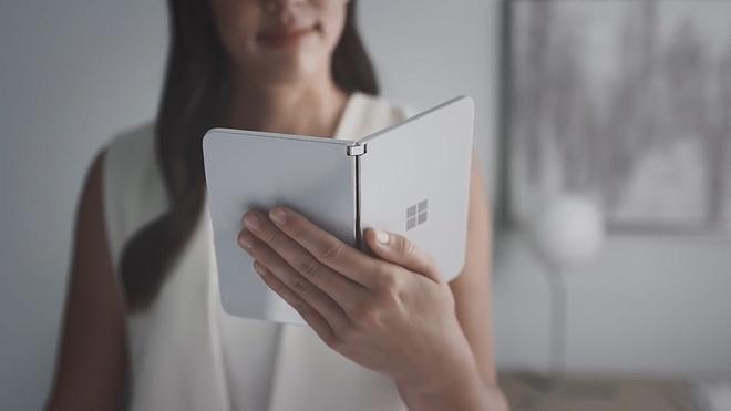 Microsoft gioi thieu chiec smartphone man hinh gap, chay Android hinh anh