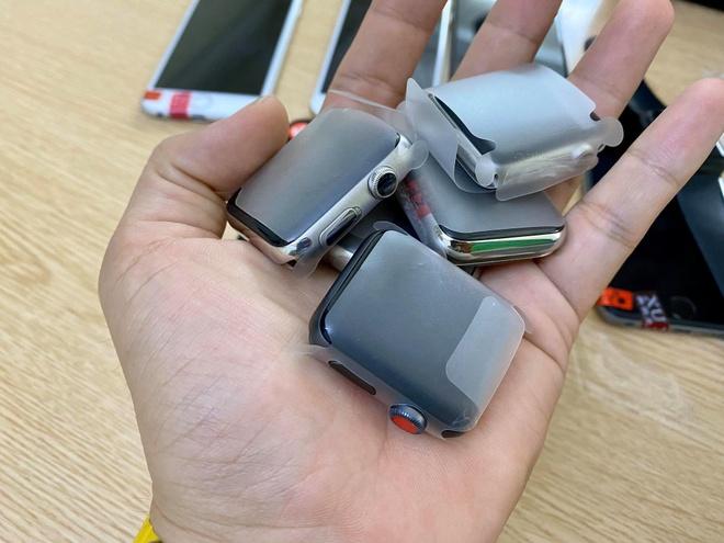 Apple Watch xách tay giá 2 triệu đồng ồ ạt về Việt Nam, nghi hàng dựng