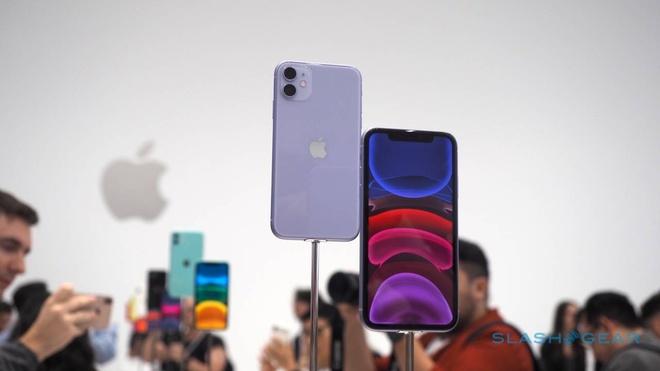 Mot thang ve Viet Nam, iPhone 11 chinh hang da giam gia hinh anh 2 iphone-11-hands-on-0-1-1280x720.jpg