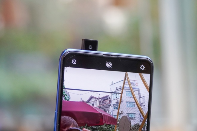 Thu Vsmart Active 3 - man hinh tran vien, camera truot hinh anh 7 DSC04122.jpg