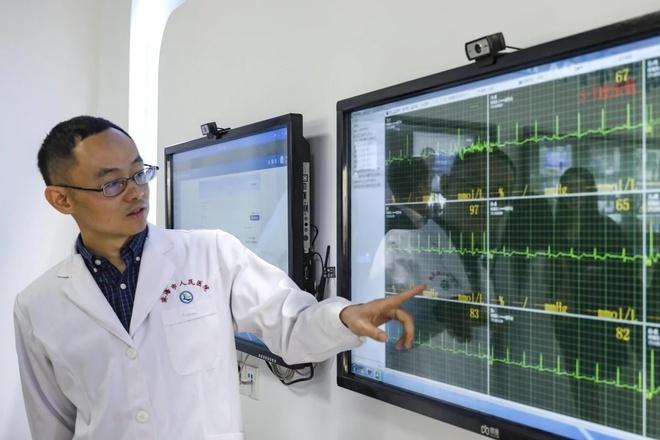 Người dân Trung Quốc cũng đang quan tâm hơn đến các dịch vụ tư vấn sức khỏe trực tuyến. Ảnh: SCMP.