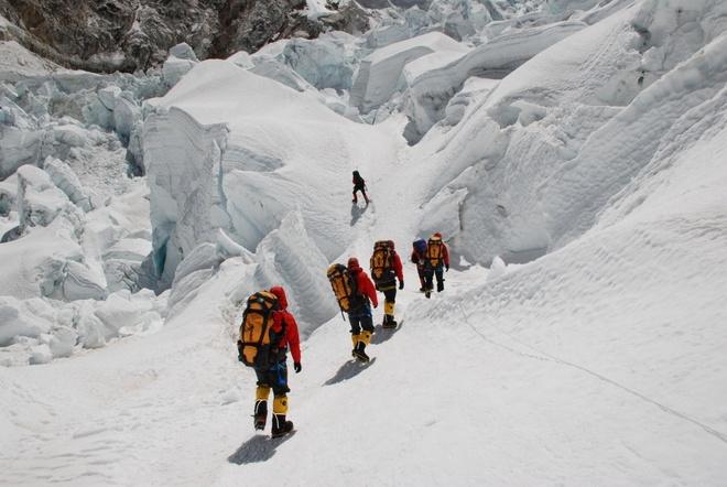 Nguoi Viet ke gian truan tren duong chinh phuc dinh Everest hinh anh