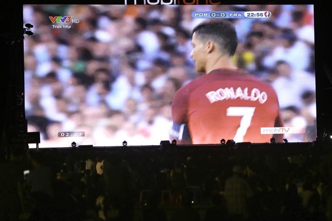 Ban tre Sai Gon gay nao dong tai tran chung ket Euro 2016 hinh anh 2