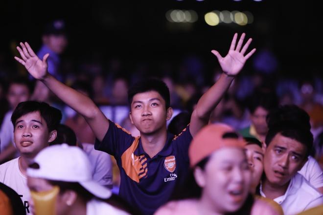 Ban tre Sai Gon gay nao dong tai tran chung ket Euro 2016 hinh anh 8