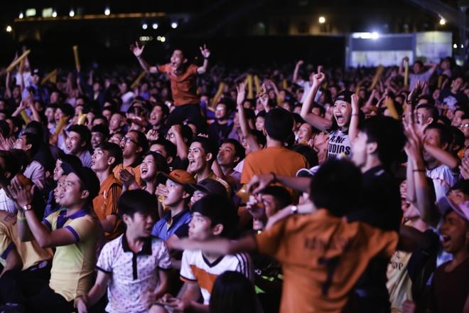 Ban tre Sai Gon gay nao dong tai tran chung ket Euro 2016 hinh anh 1