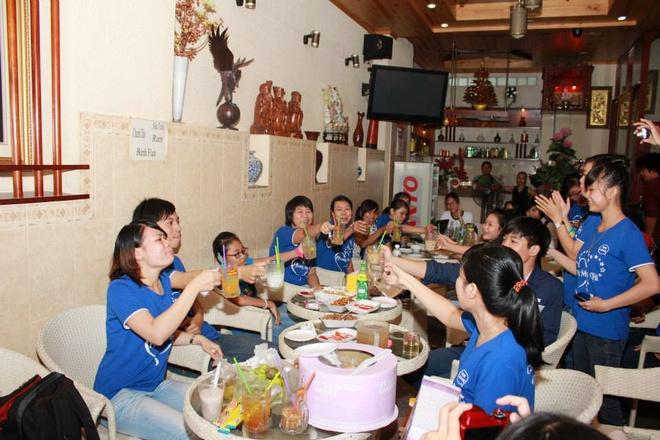 Phuong My Chi 'quay' het minh trong buoi hop fan Sai Gon hinh anh 8