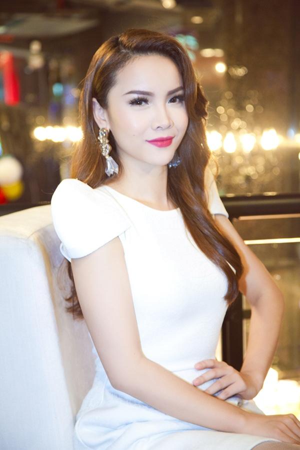 Yen Trang thay Ho Ngoc Ha ngoi 'ghe nong' cuoc thi nhay hinh anh 2