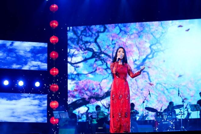 Phuong My Chi song ca, tau hai voi ba nuoi Quang Le hinh anh 2