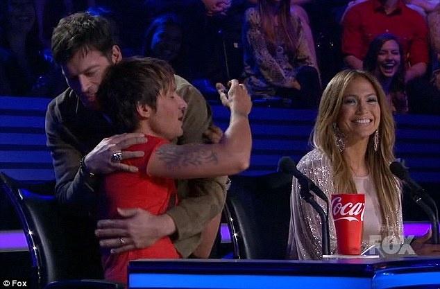 Giam khao American Idol bi la o vi che thi sinh hinh anh