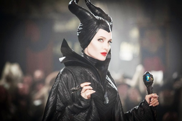 Go ma phu thuy Angelina Jolie lay cam hung tu Lady Gaga hinh anh