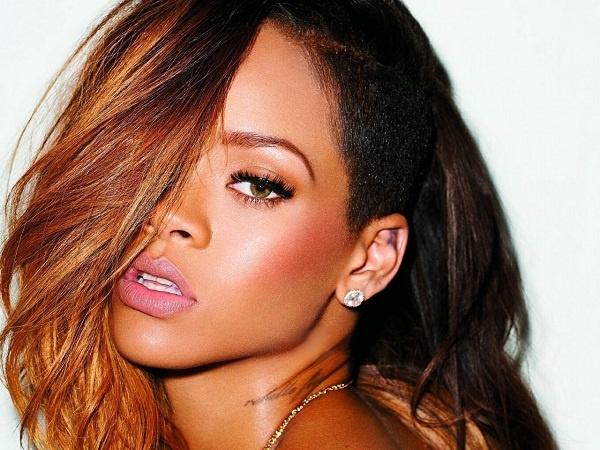 Rihanna dan dau de cu giai IHeartRadio Music Awards hinh anh