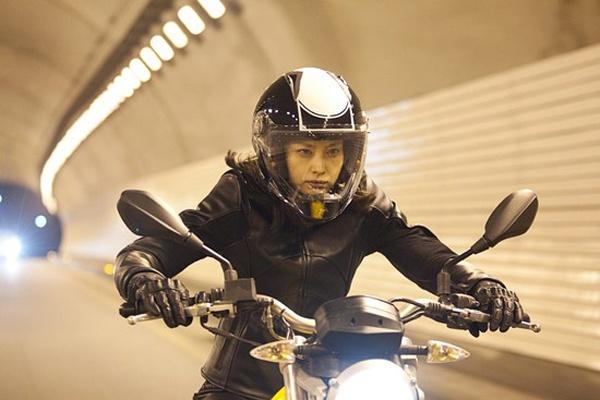 My nhan Han manh me cuoi motor trong phim hinh anh