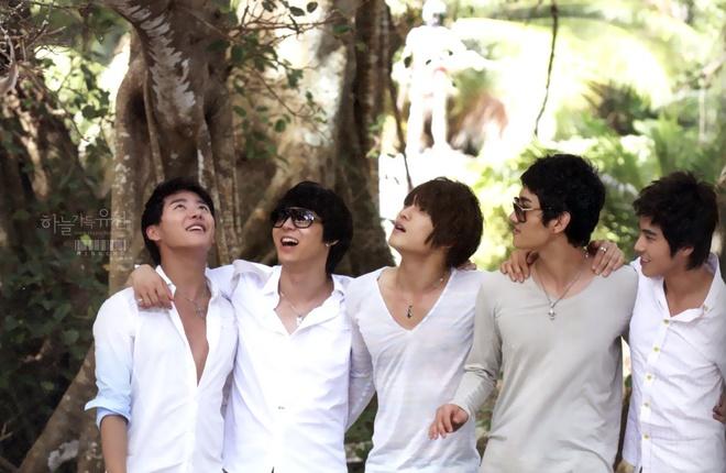 5 ca khuc gay bao chau A 'cop mac' Thanh Bui hinh anh 4