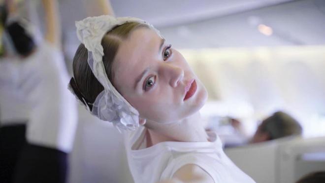 Trinh dien ballet Ho thien nga tren may bay hinh anh