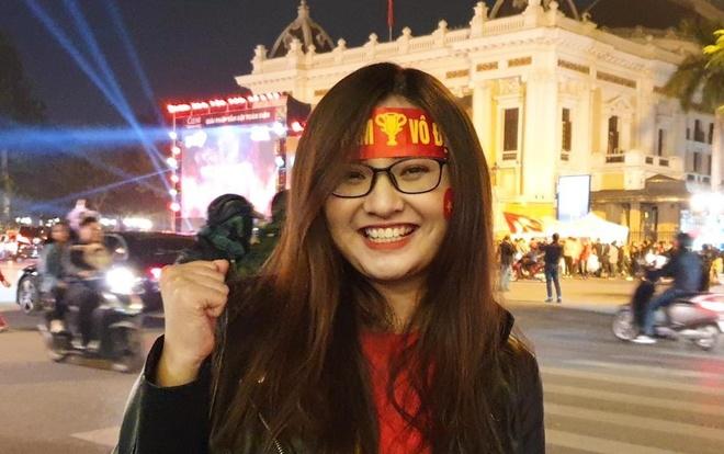 Mang banh my tu Ha Nam len Ha Noi tiep suc cho CDV U22 Viet Nam hinh anh
