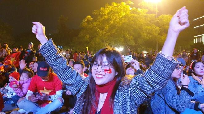 Quang truong Nha hat Lon khi U22 Viet Nam ghi ban hinh anh
