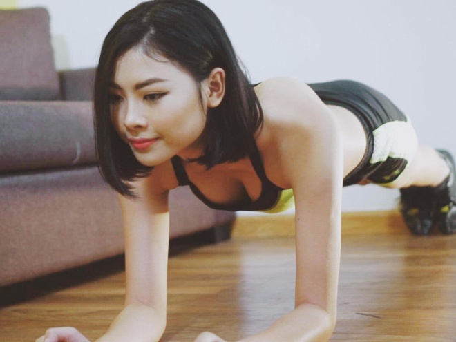 Dao Thi Ha huong dan 4 bai tap giup ban tu tin dien bikini hinh anh