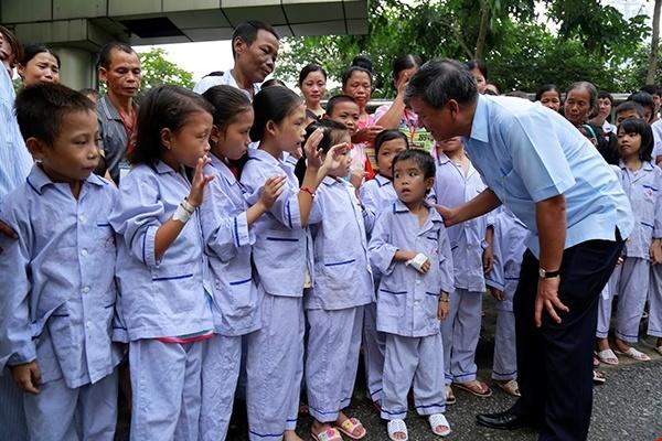 Bac si Nguyen Anh Tri ve huu, ca benh vien nghen ngao quyen luyen hinh anh 5