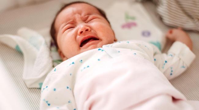 Kết quả hình ảnh cho Bé không chịu ngủ vì luôn được cho bú lúc nửa đêm