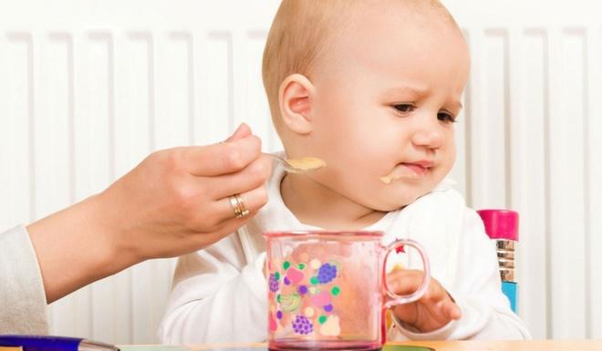 Description: Bố mẹ cần tìm hiểu nguyên nhân dẫn đến trẻ biếng ăn